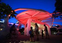斥資3000萬西子灣遊客中心啟用 橢圓美學綠建築晚間呈現多彩燈光秀