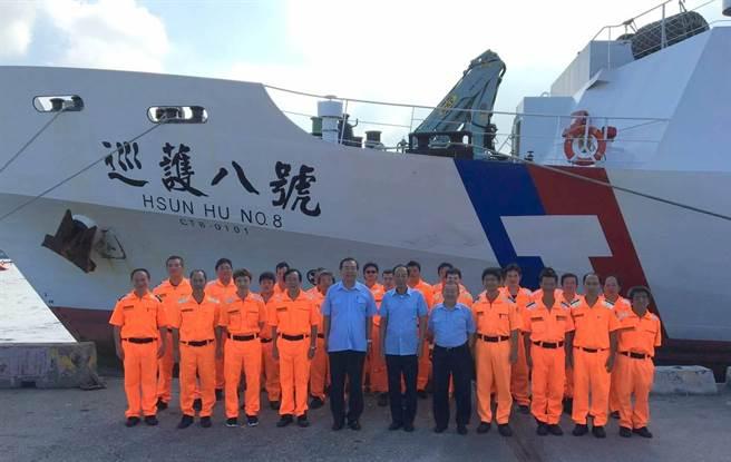 海巡署的巡護八號船,今年 3月底啟航至6月底結束第2航次共90日的「中西太平洋公海漁業巡護」,總航程達1萬5000海里,登檢、慰問台灣籍漁船29艘,為歷年單航次之最。(劉宥廷翻攝)