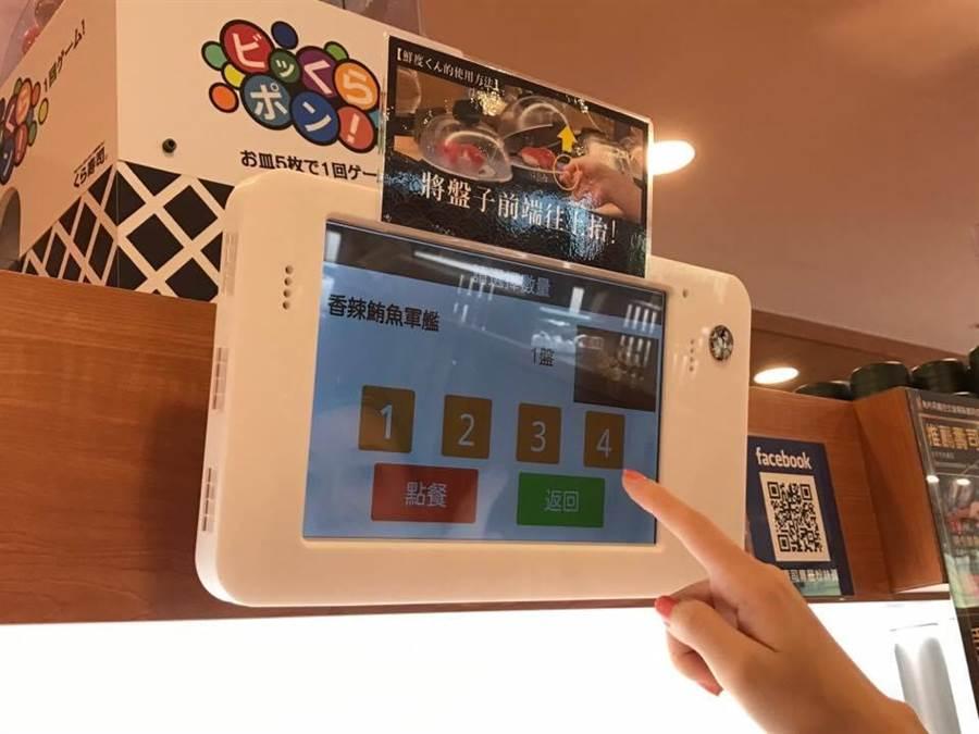 消費者可自行使用平板電腦點餐,方便又省時。(徐力剛攝)