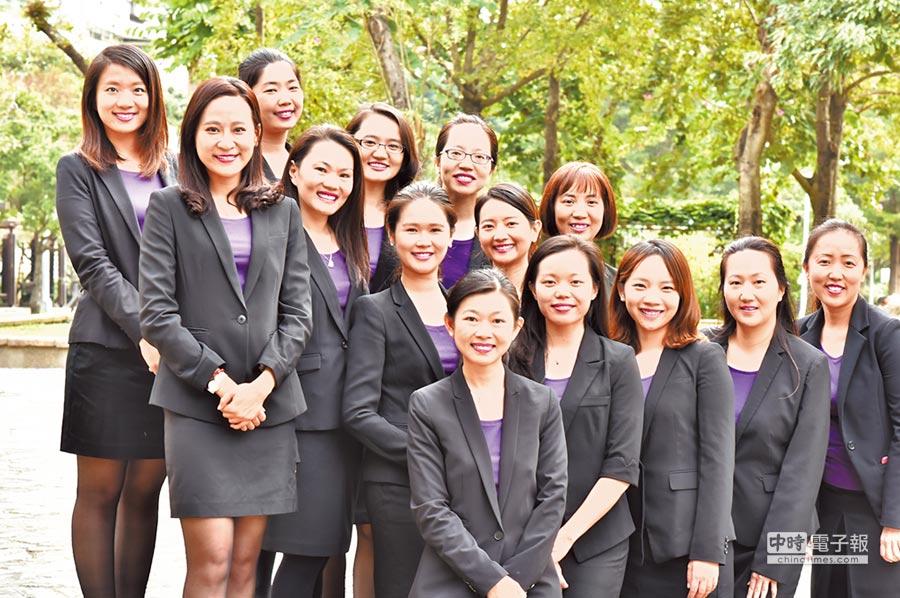 生機生技總經理黃于玲(前排左一)率領專業團隊,致力推廣正確用藥觀念,並打造優質的生技公司。圖/業者提供