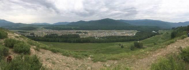 在制高點俯瞰整個禾木村。(圖/劉佳妮攝)