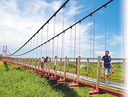 萬巒吊橋爆紅 縣府打造水岸綠廊