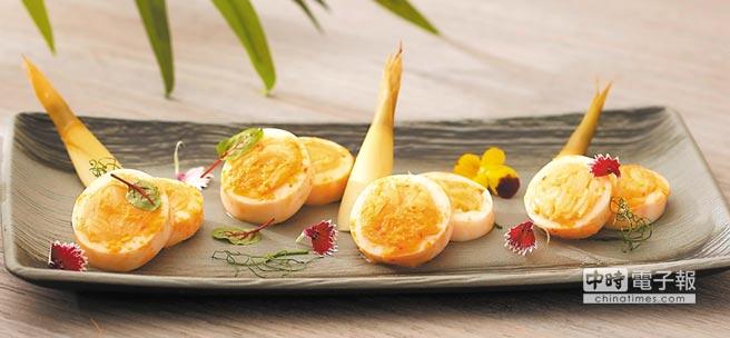 〈黃金鮮筍中卷〉是在肉質彈Q的中卷中,「鑲」入以泡菜醃漬的竹筍塊,非常消暑。圖/台北喜來登大飯店