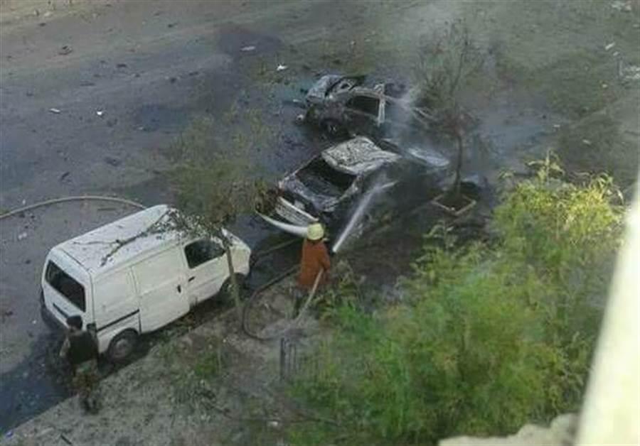 今天早上,敘利亞首都大馬士革Tahrir廣場發生自殺炸彈客引爆身上炸彈的攻擊事件,造成當地多人死傷。(圖取自推特@Maher_mon)