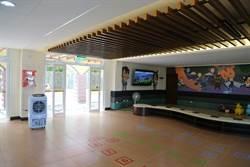 湧入上千遊客 西拉雅中埔遊客中心遭怨悶熱
