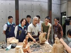 木雕創作營出現父子父女檔 薪火相傳味道濃厚