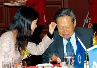 楊振寧被爆分配遺產 翁帆擁小別墅、前妻子女獲現金資產