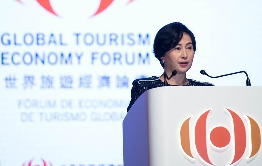 2016年10月15日,世界旅遊經濟論壇副主席兼秘書長何超瓊在澳門開幕式上致辭。(圖/新華社)