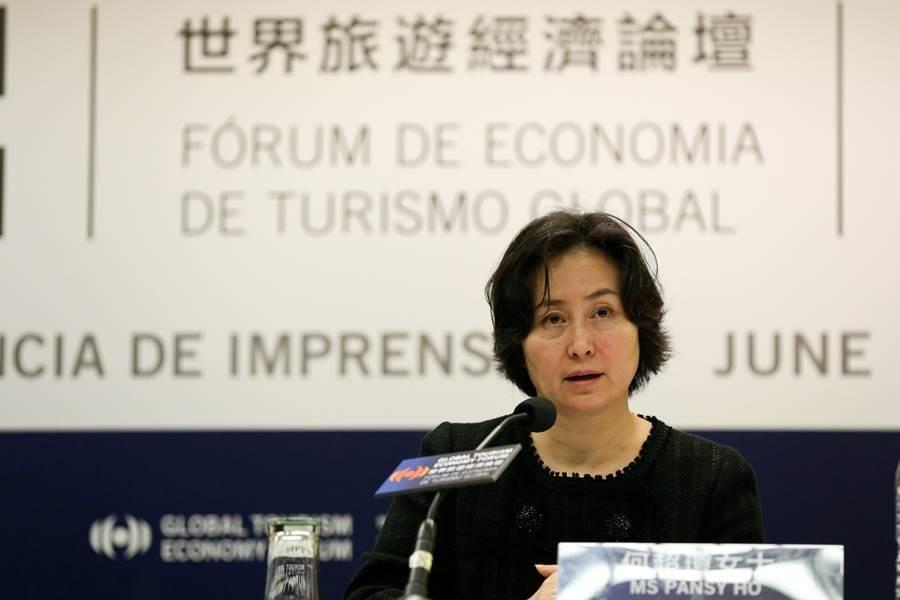 2015年6月17日,世界旅遊經濟論壇副主席兼秘書長何超瓊在新聞記者會上發言。(圖/新華社)