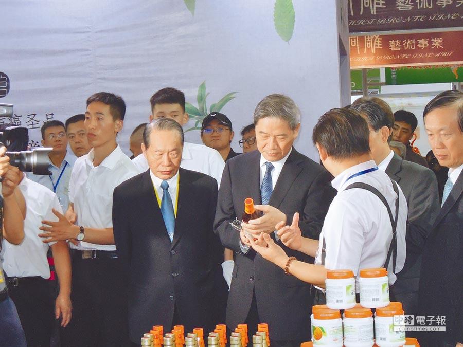 國台辦主任張志軍6日出席台博會開幕式並參觀台灣廠商攤位。(記者徐維遠攝)
