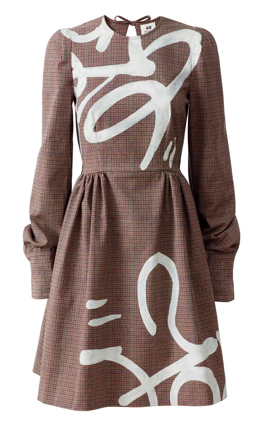 H&M Studio x colette系列塗鴉洋裝/150歐元(台灣未訂價)(H&M提供)