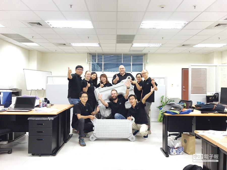 充滿活力與創意的C&T台灣分公司工作團隊;圖後排右三為葉士德。圖/業者提供