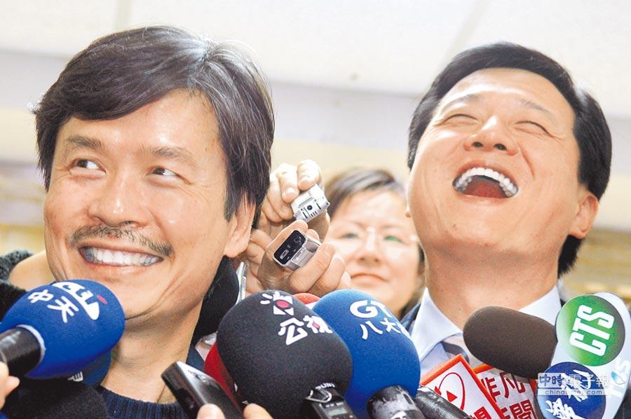國民黨前祕書長金溥聰(左)強調當年絕對沒有逼退周錫瑋(右)。(本報資料照片)