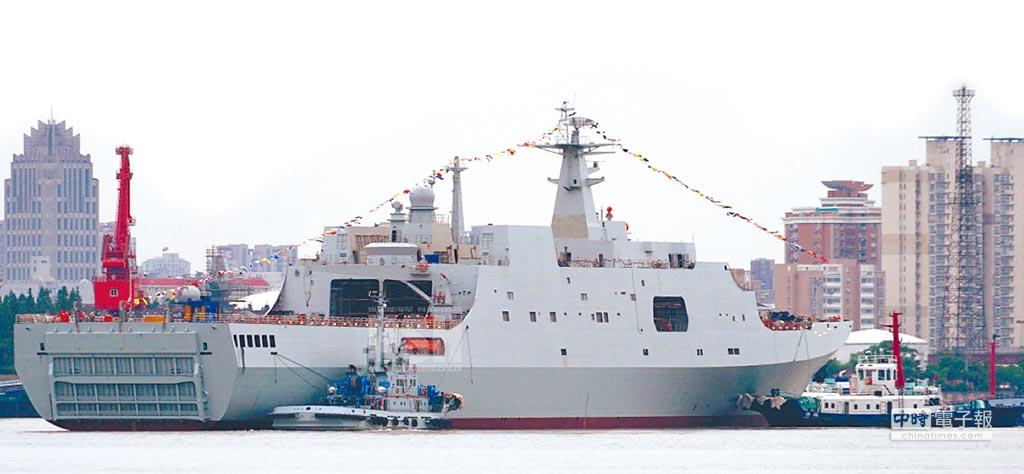 大陸第5艘071型船塢登陸艦龍虎山號。(取自浩漢防務網)