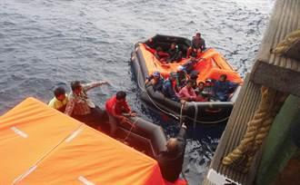 台灣遠洋漁船在非洲大火 長榮「長帝輪」成功營救