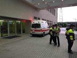 疑三角戀陷殺機 55歲男遭刺腹身亡