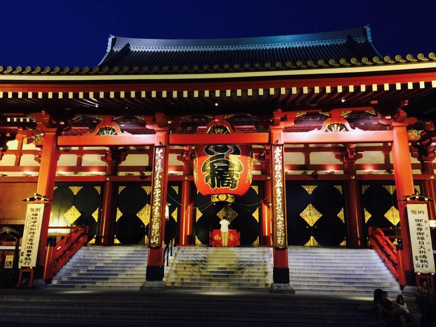 每天飛往日本的航班很多,買到便宜機票的機會也大增。圖為東京淺草寺(林承彥 攝)