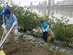 企業響應認養河岸 與水環境巡守志工攜手保護淡水河