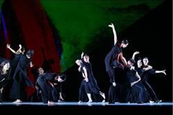 螢光舞衣宛若神明廟會 雲門年度戶外公演《十三聲》