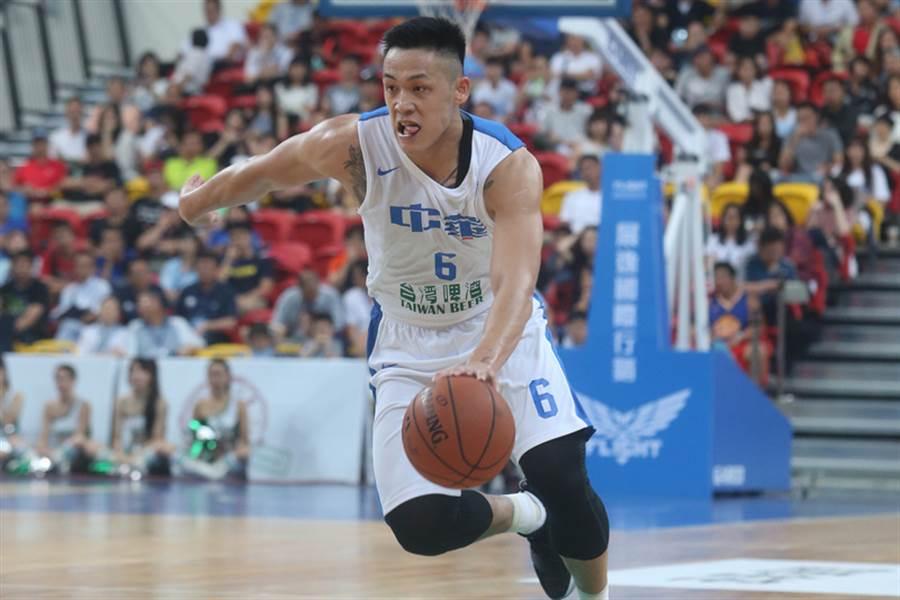 中華男籃在亞洲盃首戰打香港,周儀翔下半場發飆,全場攻下22分,幫助中華隊逆轉擊敗香港奪得首勝。(中央社資料照)
