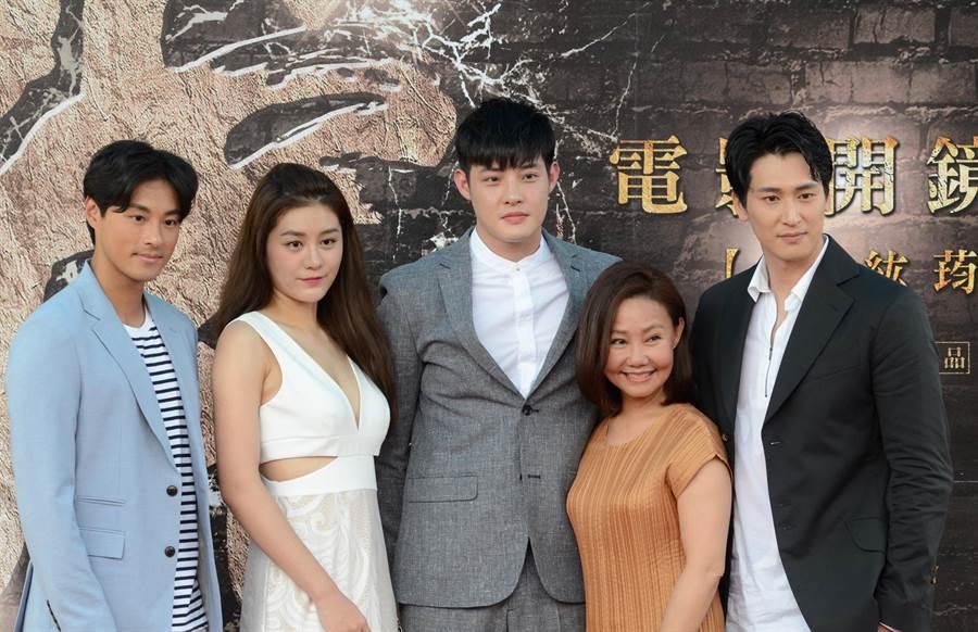 電影阿虎在台東開鏡,由右至左分別是邵翔、呂雪鳳、寇家瑞、王承嫣、孫其君。(黃力勉攝)