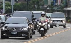 小英台中開會 車隊改走酒店地下車道避抗議人群