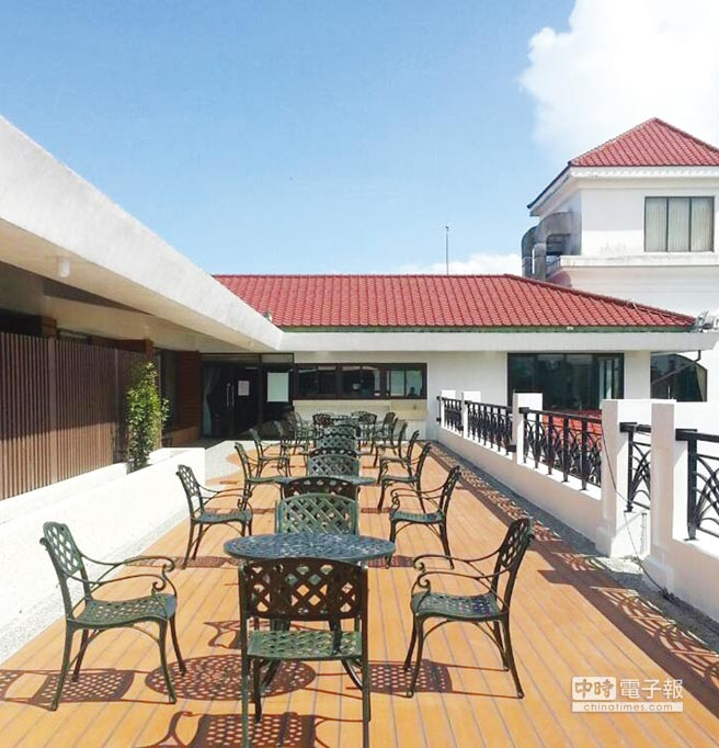 南亞舒活景觀建材外觀近似天然木,可用於戶外地板、戶外坐椅、庭園美化等工程,是一項多用途的室內外建築裝潢建材。圖/業者提供