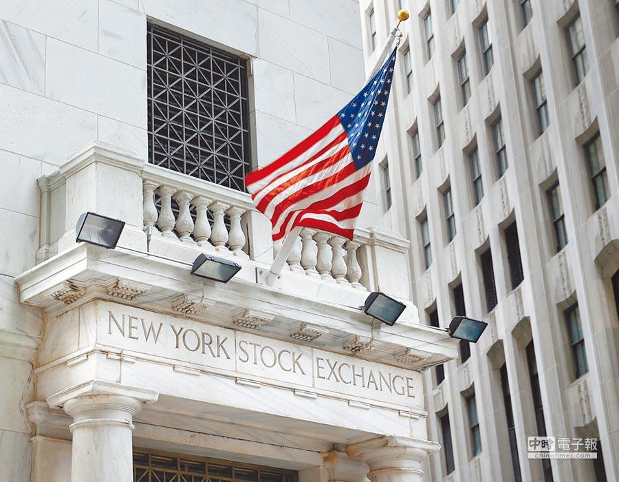近1周美國金融類股更吸金,標普科技類股也亮眼,顯示投資人已搶在財報季前率先加碼。圖/美聯社