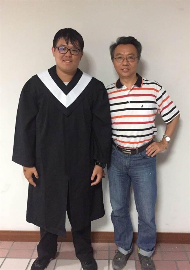 義守大學「財數系」副教授羅大欽與陳汛汯(左)。(圖/義守大學提供)