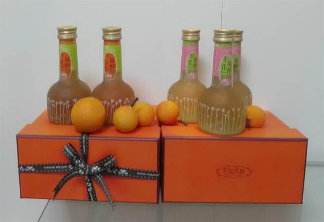 雲林縣十大伴手禮徵選結果出爐,福祿壽幸福花醉柳橙酒獲金質獎。(許素惠攝)