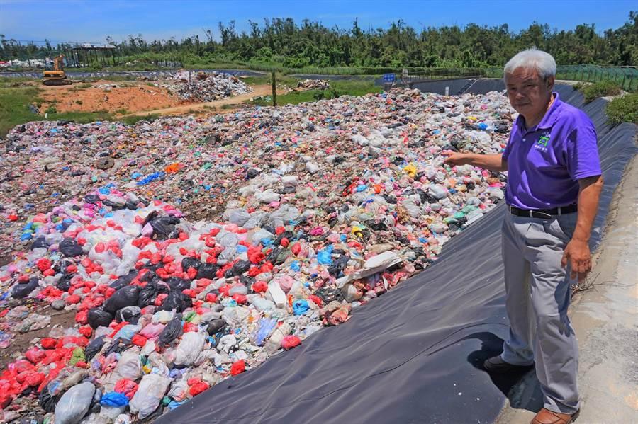縣議員陳滄江跨海赴台協商,努力為金門垃圾找出口。(陳滄江議員辦公室提供)