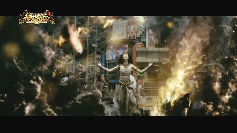 廣告特效襯托,「極惡女神」曾莞婷召喚邪惡力量毀滅城市。(艾玩天地提供)