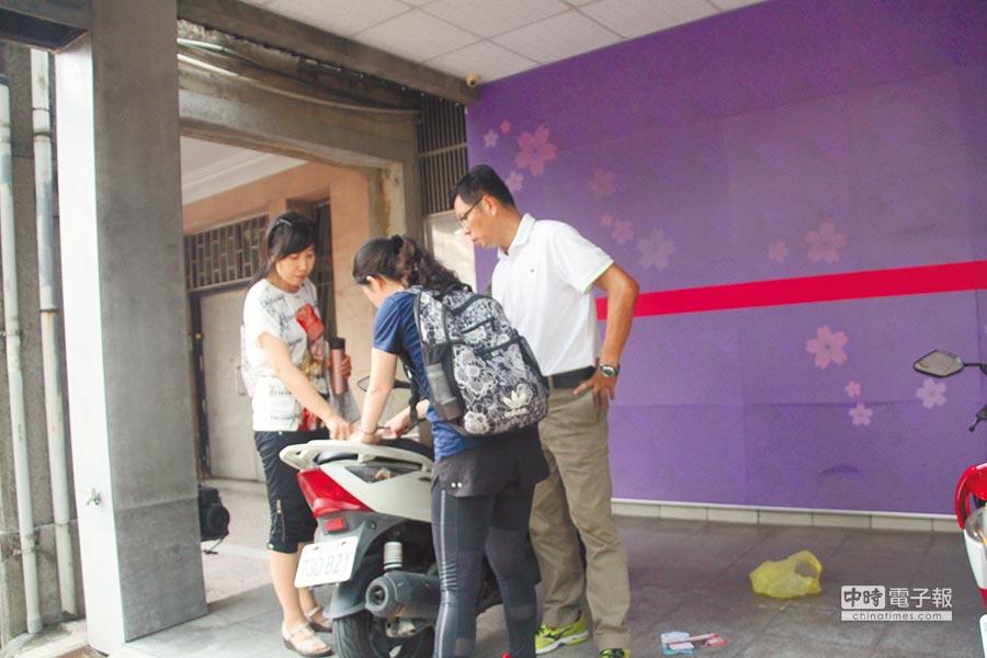 台南市刑大重新調查赤崁街命案,18日與楊家人聯繫,重回命案現場釐清案情。(程炳璋攝)