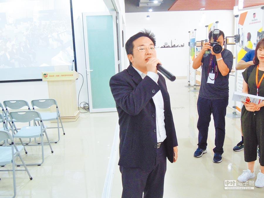 來自台灣的亞台青海峽青年創業園總經理郭弘揚,建議台灣青創者可到大陸正在發展的城市尋求機會。(記者徐維遠攝)