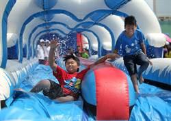 何爺爺跳跳屋氣墊樂園高雄中正運動場現身 連續3天30組大型氣墊滑水免費玩