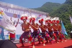 台灣最速男楊俊翰傳遞世大運聖火 遊客爭睹