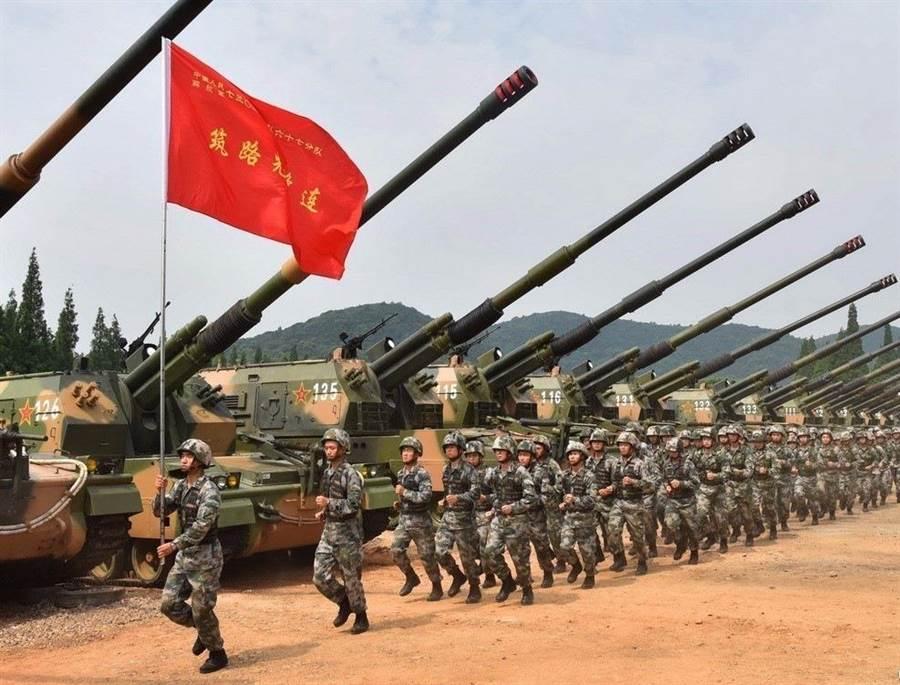 東部戰區解放軍整裝待發,準備赴西北執行實彈演訓的畫面。(圖/解放軍東部戰區)