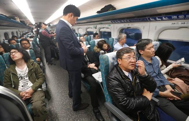 民眾上網抱怨,買了高鐵對號座車廂的靠窗座位,卻被隔壁大媽強佔。(示意圖非當事人/資料照 陳怡誠攝)