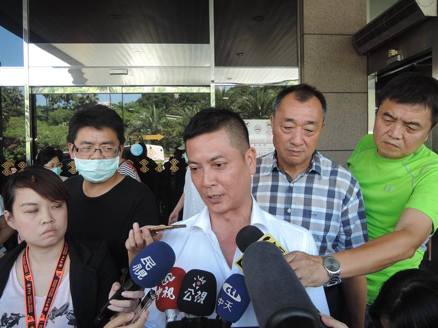 張碩文說昨日還與劉聚會,應沒有飲酒過量,劉當時神情一切正常。(張穎齊攝)
