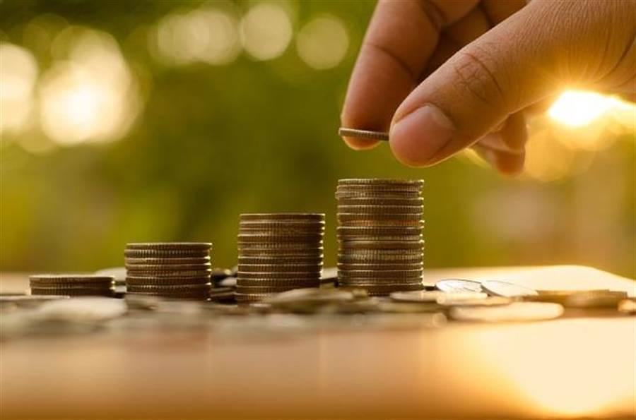 貸款投入高利息貨幣基金,真能達成0本金退休夢想嗎?(圖/達志影像、shutterstock)