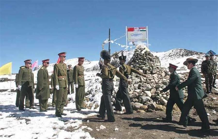 中印邊境對峙,處於武裝衝突邊緣。(美聯社)