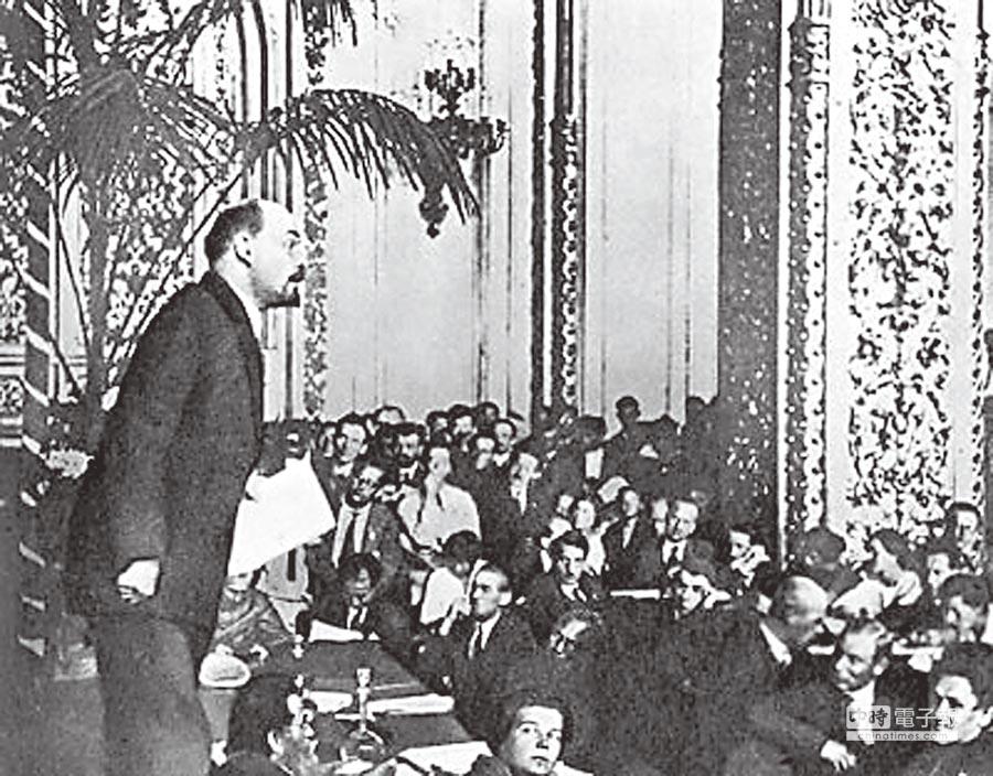 共產國際「七大」是最後一次。圖為列寧在共產國際「三大」會場講話。(取自網路)