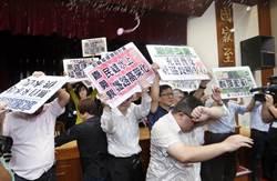 立院禁帶水球 黃創夏諷:民進黨掌權立刻嬌貴