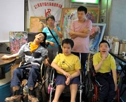 高市腦麻孩子藝術創作 6家咖啡廳巡迴展