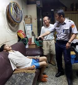 身障少年迷途急大哭 警噴發父愛助返家