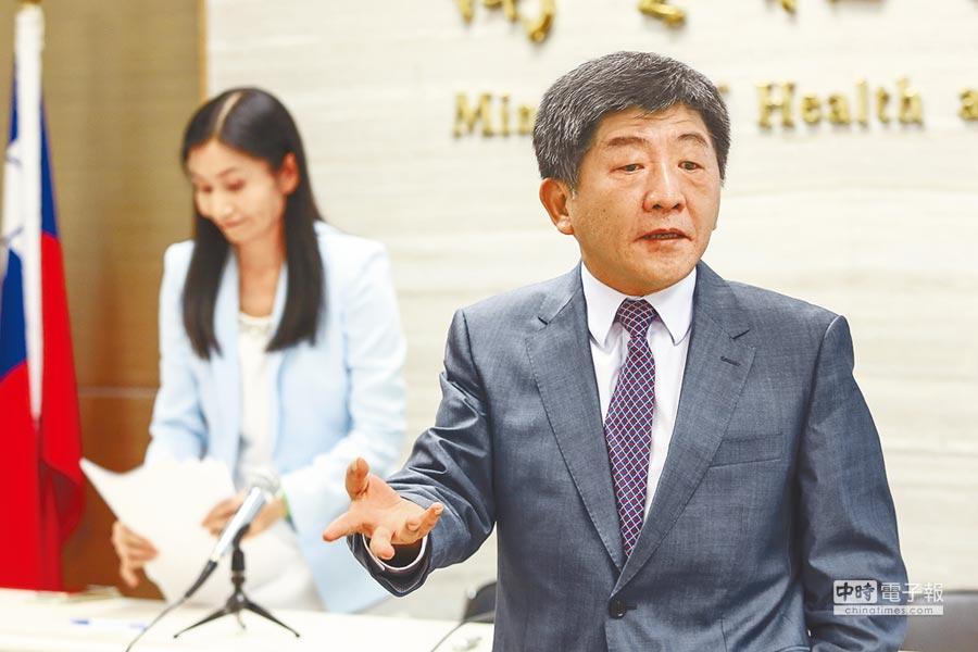 衛福部長陳時中(右)21日親上火線澄清:是立委誤會了。(鄧博仁攝)