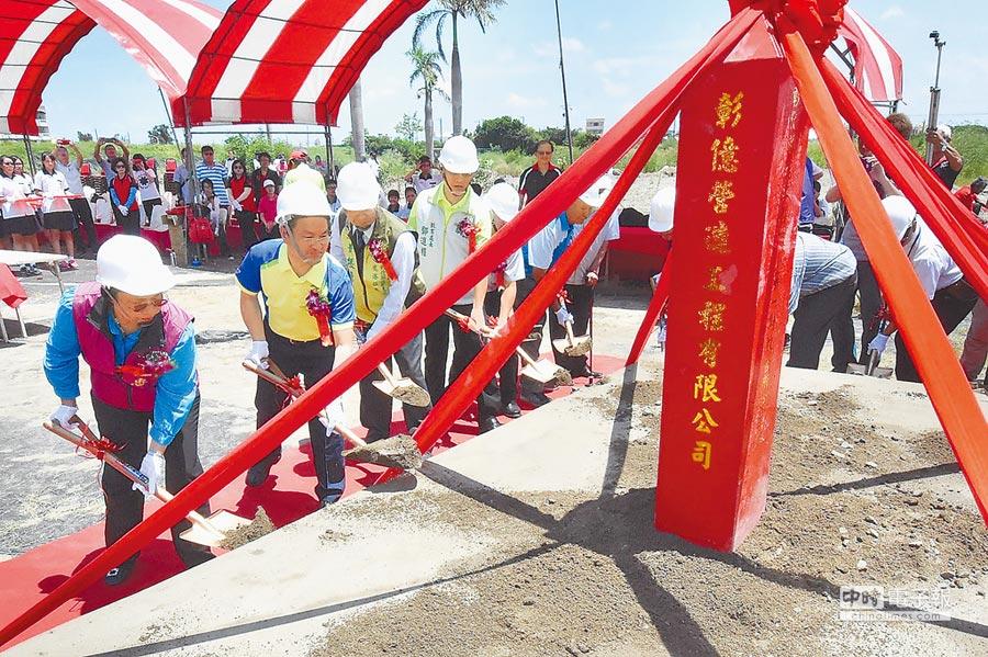 少子化浪潮下,鹿江國民中小學昨天舉辦動土典禮,中央核定3億元投資,希望打造特色學校。(吳敏菁攝)