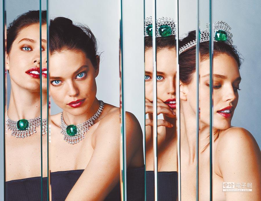 卡地亞推出全新Resonances de Cartier頂級珠寶系列,以流暢線條呈現寶石光影脈動的生命力,模特配戴Hyperbole冠冕/項鍊,重約140克拉之哥倫比亞祖母綠主石格外耀眼。(Cartier提供)