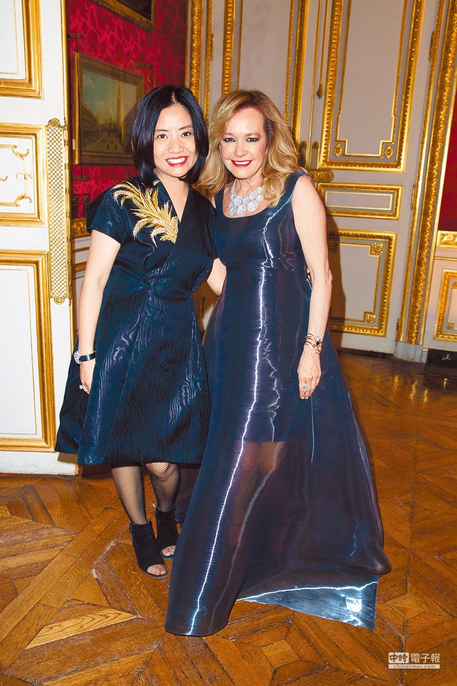 中國服裝設計師郭培(左)與Chopard聯合總裁卡羅琳舍費爾(右)聯手催生此次Silk Road系列高級珠寶。(Chopard提供)