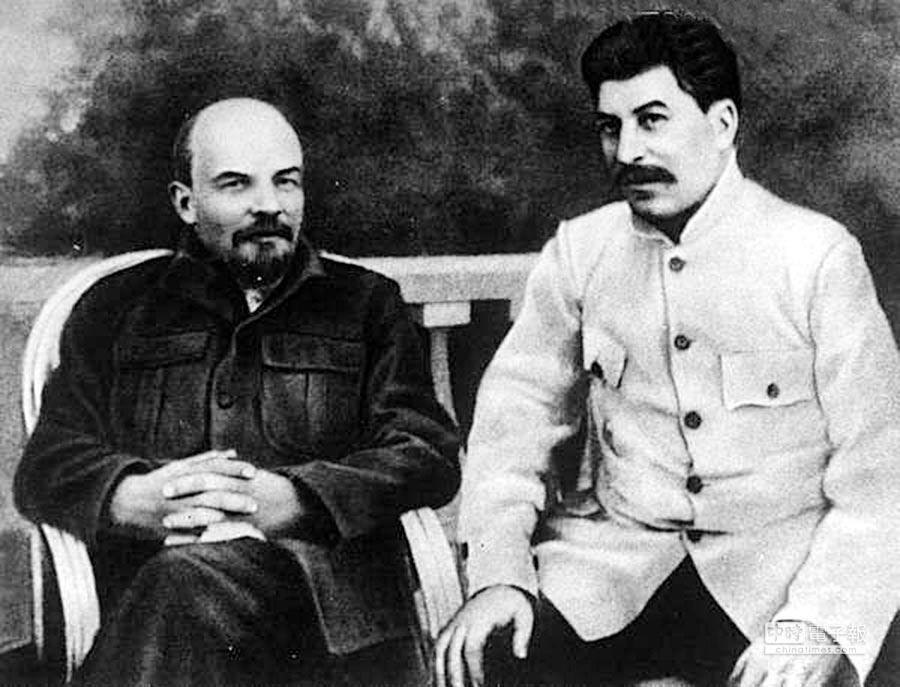 列寧(左)與史達林(右)。(摘自網路)